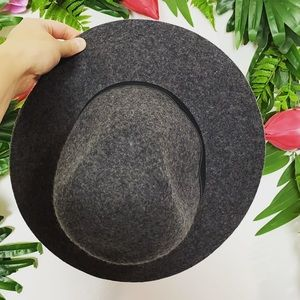 Urban Outfitters Staring at Stars gray hat ✨